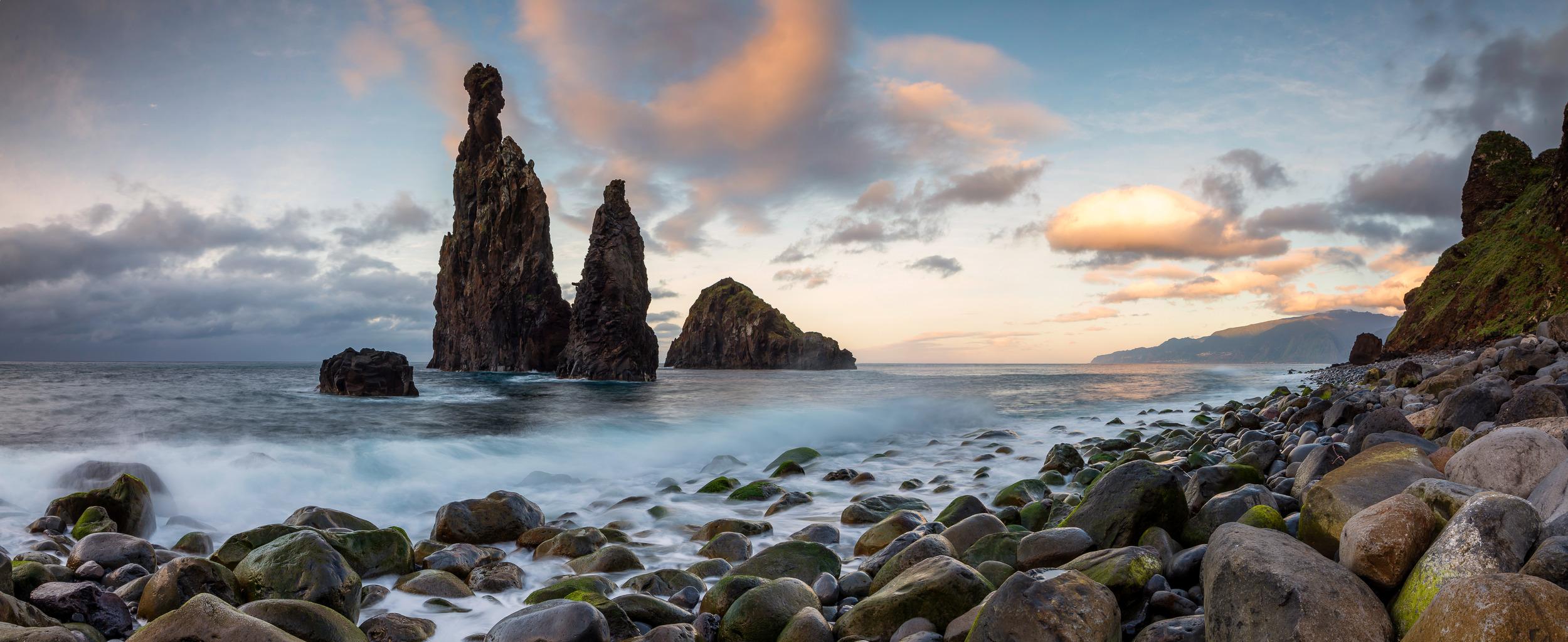 PEBBLE BEACH – RIBEIRA DA JANELA - Schöne Landschaft Bilder kaufen | Stimmungs Foto als Fineart by Stefan Somogyi Fotografie